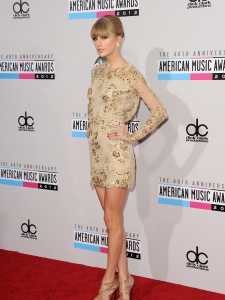 Taylor-Swift-American-Music-Awards-2012-4-675x900