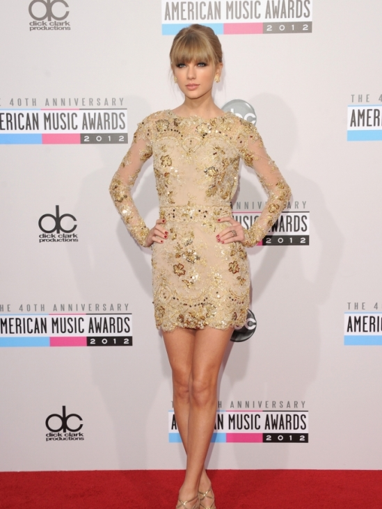 Taylor-Swift-American-Music-Awards-2012-5-675x900