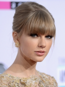 Taylor-Swift-American-Music-Awards-2012-6-675x900